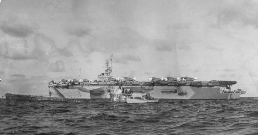 USS_Guadalcanal_(CVE-60)_lying_alongside_captured_U-505