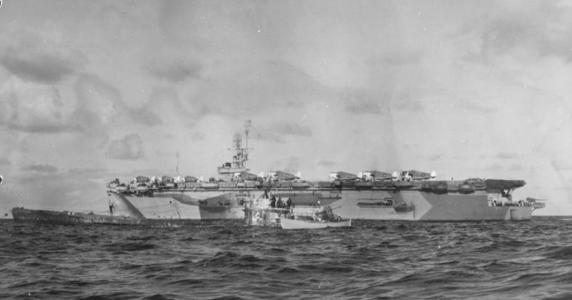 USS_Guadalcanal_(CVE-60)_lying_alongside_captured_U-505