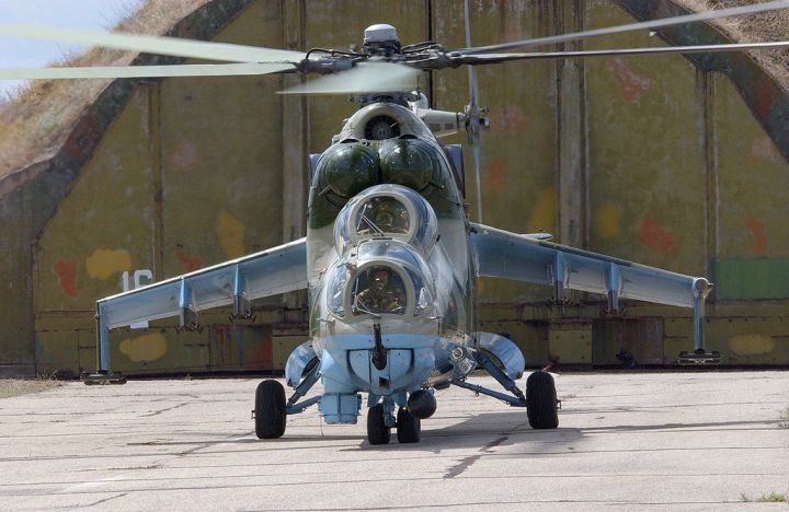 Mi_24_HIND_GUNSHIP_russian_russia_military_weapon_helicopter_aircraft__61__1680x900